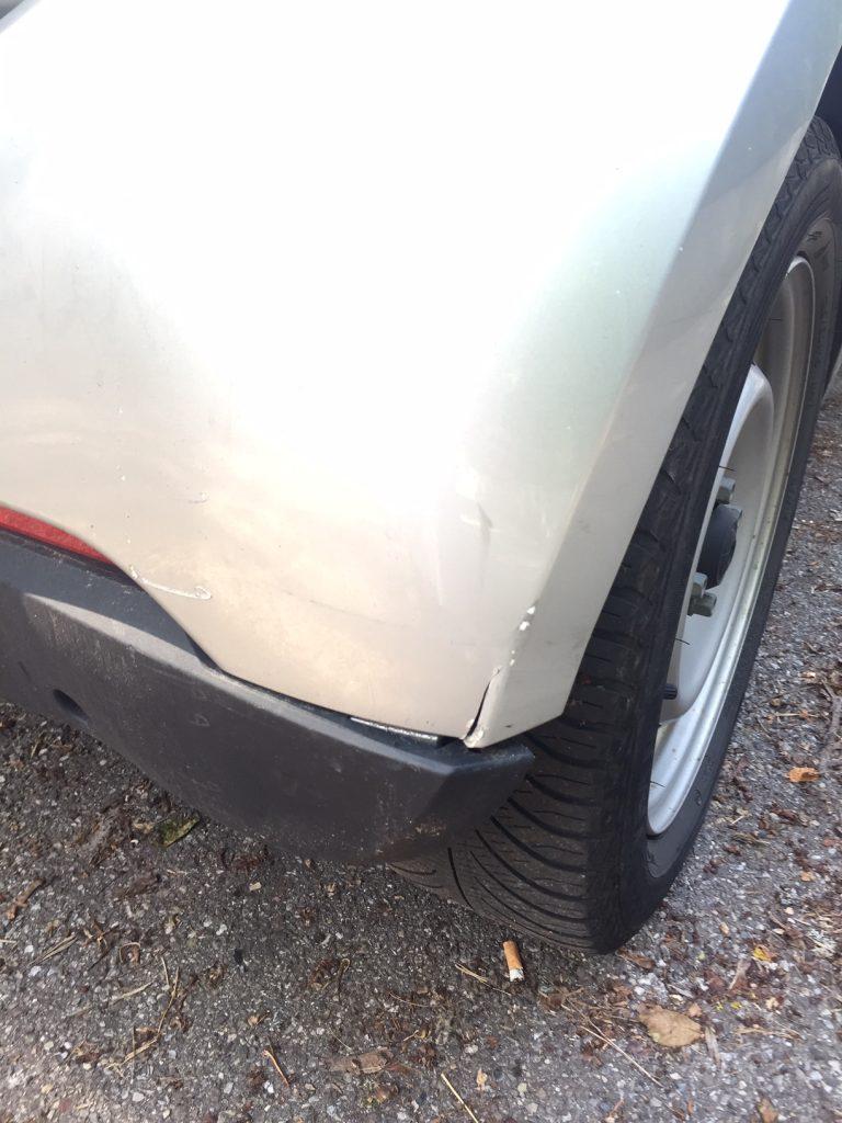 Miete ein Carsharing Auto, melde bevor ich losfahre den Schaden
